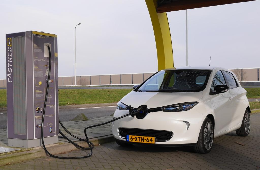 Nederland heeft de meeste publieke laadpalen voor elektrische auto's in de Europese Unie (EU)